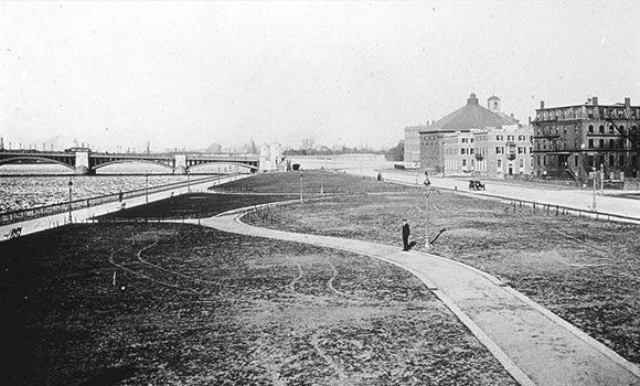 4-Embankment-1895